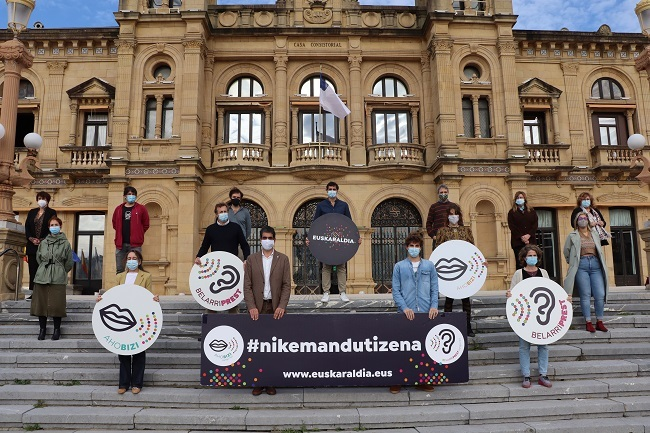 Donostiako talde politikoek ere bat egiten dute Euskaraldiarekin